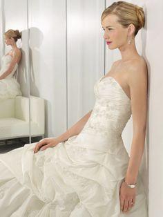 strapless wedding dress,wedding dresses