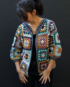 A simple granny square cardigan, with easy instructions included that will show you how to assemble a granny square cardigan no matter what your size. Crochet Cardigan Pattern, Crochet Patterns, Sweater Patterns, Square Patterns, Crochet Slippers, Yarn Colors, Single Crochet, Free Knitting, Crochet Granny