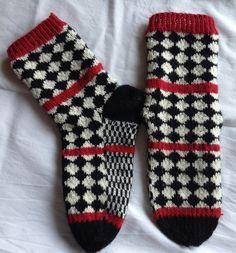 Bilderesultat for anna-karin jobs arnberg Crochet Socks, Diy Crochet, Knitting Socks, Knitted Hats, Knitting Charts, Knitting Patterns, Crochet Patterns, Yarn Projects, Knitting Projects