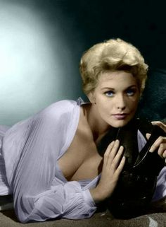 """Kim Novak in a publicity still for Richard Quine's """"Bell, Book and Candle,"""" in Novak, one of the great Hollywood beauties, also starred in the Alfred Hitchcock thriller """"Vertigo"""" with Jimmy Stewart in Golden Age Of Hollywood, Vintage Hollywood, Hollywood Glamour, Hollywood Stars, Hollywood Actresses, Classic Hollywood, Actors & Actresses, Classic Actresses, Classic Films"""
