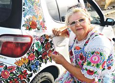 Kalocsai-mintásra festette autóját - Blikk.hu