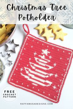 Are you ready to decorate your house for Christmas? Get your kitchen ready with this classic-look tapestry crochet Christmas Tree Potholder! The perfect farmhouse decor for a cozy home this holiday season! #potholder #kitchen #towel #christmasdecor #kitchendecor #christmastree #christmas #holiday #crochet #festive #freepattern #free
