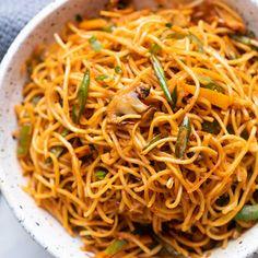 Asian Noodle Recipes, Indian Food Recipes, Asian Recipes, Ethnic Recipes, Hakka Recipe, Hakka Noodles Recipe, Chilli Garlic Noodles, Garlic Noodles Recipe, Healthy Soup Recipes
