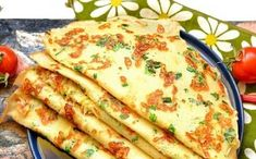 Pancakes with green onion Finger Food Appetizers, Finger Foods, Appetizer Recipes, Romanian Food, Pastry Shop, Sweet And Salty, Vegetable Recipes, Food Art, Onion