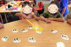 Swat It! Just program the bees with your sight words (they're editable). Call out a word and the student has to swat it. If they get it correct, they keep the bee! Freebie bee pattern