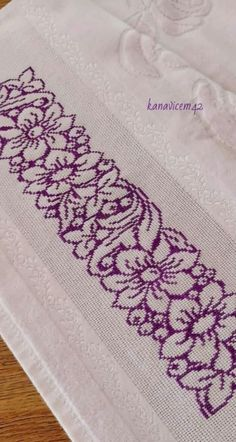 Diy Crafts Hacks, Cross Stitch Borders, Baby Knitting, Machine Embroidery, Projects To Try, Pattern, Design, Easy Cross Stitch, Counted Cross Stitches