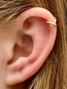 Criss Cross - Ear Cuff - Helix Ear Cuff - Ear Cuffs - Helix earring - Non Pierced -Minimalist Ear Cuff - skinny ear cuff - EarCuff Daith Piercing, Ear Piercings Conch, Upper Ear Piercing, Helix Piercing Jewelry, Ear Piercings Chart, Unique Ear Piercings, Ear Peircings, Tattoo Und Piercing, Multiple Ear Piercings