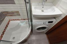 Стиральная машина под раковиной - Раздельный санузел (ремонт ванной и туалета) в белой плитке Волна