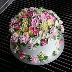 Beautiful Birthday Cakes, Gorgeous Cakes, Pretty Cakes, Cute Cakes, Yummy Cakes, Amazing Cakes, Buttercream Designs, Buttercream Cake Decorating, Buttercream Flower Cake