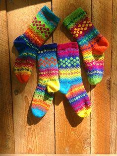 Ravelry: Popping Dots Socks pattern by Natalia Moreva Knitting Socks, Knit Socks, My Socks, Sock Yarn, Knitting Projects, Fingerless Gloves, Arm Warmers, More Fun, Ravelry
