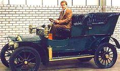 Rolls-Royce 10 Hp    La Rolls-Royce 10 Hp appelée aussi Royce 10 HP, cette ancienne voiture fut construite de 1904 à 1906, premier modèle avant-gardiste d'automobile construit par Henri Royce, elle sera construite à 16 exemplaires.