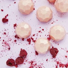White Chocolate Gems With Raspberry Filling - Stylish, handmade and totally melt in the mouth | Yumbles.com #PinkChocolate #DeliciousGifts