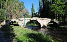 Dört kemerli köprü/Yaprakhisar köyü/Güzelyurt/Aksaray/// Osmanlı döneminin sonu Cumhuriyet dönemin başında yapılan köprü, Melendiz Çayı'nın iki yakasını yıllarca birbirine bağlamış, tarımın gelişmesine insanların ulaşımının kolaylaşmasına vesile olmuş.