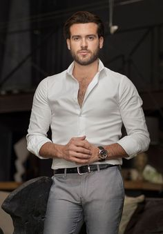 Summer business casual outfit inspiration with a white button up shirt with rolled up sleeves black leather banded watch black leather belt gray trousers. Trajes Business Casual, Summer Business Casual Outfits, Stylish Men, Men Casual, Casual Attire, Casual Clothes, Costume Sexy, Moda Formal, Herren Outfit