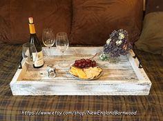 Plateau rustique en Ottoman, plateau en bois avec poignées, plateau de service en bois, plateau de Table basse Cette Simple, plateau de service ferme rustique serait un complément parfait à votre table basse ou pouf. Idéal pour se divertir & affichant vos pièces de décor à la
