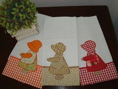 Many, many photos here. Patch Quilt, Applique Quilts, Embroidery Applique, Quilt Blocks, Sunbonnet Sue, Sewing Crafts, Sewing Projects, Crochet Baby Bonnet, Quilt In A Day