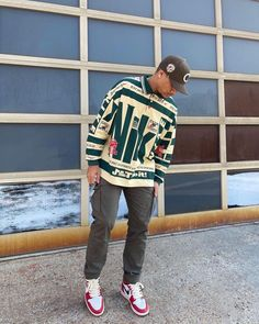 """FITS ON POINT on Instagram: """"Dope or Nah?🍃 #FitsOnPoint featuring @airjuhst"""" Street Style Outfits Men, Cool Outfits For Men, Black Men Street Fashion, Summer Outfits Men, Stylish Mens Outfits, Nike Outfits, Retro Outfits, Casual, Christmas Sweaters"""