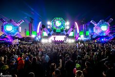 A fleet of sci-fi dirty robots landed at the Basspod Stage at EDC Las Vegas 2015. Basspod, also known as Bassrush Stage, featured stage design by Heather Shaw and her team at Vita Motus and lighting design by VT Pro Design. #eventprofs #stage #design