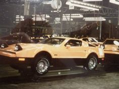 Bricklin SV1 (Factory-Assembly Line)
