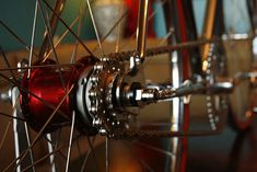 fixed internal three speed rear hubs. Transmission is activated by a bar-end shifter    Read more: http://www.cycleexif.com/pony-bikes-peugeot#ixzz1tXkJaZIy
