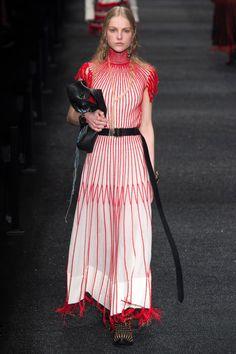 Défilé Alexander McQueen prêt-à-porter femme automne-hiver 2017-2018 14