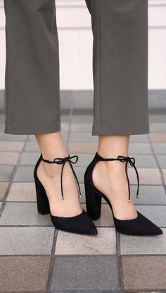 35 Sexy Heels/Pumps That are too Hot to Handle - Style Spacez #stilettoheelsjimmychoo