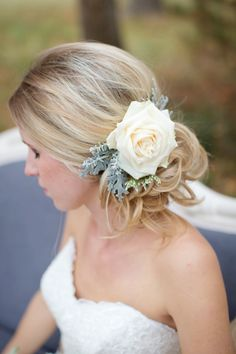 Flower in the bride's hair / ShutterChic Photography