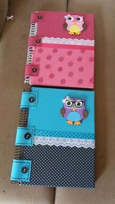 Discover thousands of images about Mi Fiesta Creativa: Adorables ideas para forrar cuadernos usando foamy Notebook Diy, Notebook Covers, Foam Crafts, Diy And Crafts, Paper Crafts, File Decoration Ideas, Craft Projects, Projects To Try, Paper Artwork