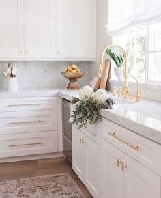 Looking in on this dreamy corner this Friday afternoon. photography by Kitchen, light and bright, white kitchen, marble and gold kitchen, Classic Kitchen, New Kitchen, Kitchen Dining, Kitchen Decor, Kitchen Cabinets, Kitchen Pulls, Shaker Cabinets, Natural Kitchen, Kitchen Ideas