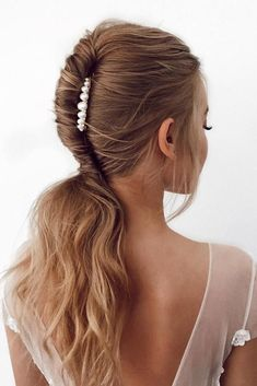 24 Pony Tail Hairstyles Wedding Party Perfect Ideas ❤ pony tail hairstyles alagan swept with pearls on medium hair Loose Hairstyles, Bride Hairstyles, Ponytail Hairstyles, Ponytail Ideas, Hairstyle Wedding, Trendy Hairstyles, Medium Hair Styles, Short Hair Styles, Hair Extensions Best