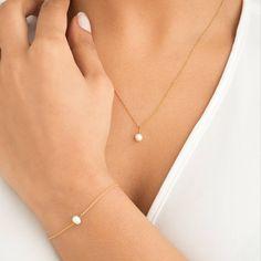 Single Pearl Necklace, Diamond Bar Necklace, Delicate Gold Necklace, Pearl Pendant Necklace, Pearl Jewelry, Gold Jewelry, Pearl Bracelets, Marcasite Jewelry, Emerald Necklace