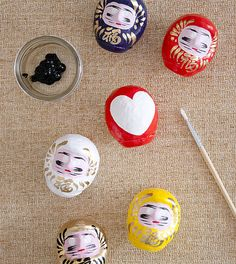 To honor our commitments to New Year's Resolutions, we're talking about Japanese Daruma Dolls today! #goals #daruma