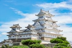 Every traveler to Japan should be sure to visit at least a few of the nation's stellar World Heritage Sites, ranging from temples and shrines to breathtaking natural biospheres. Himeji Castle, Japanese Castle, Japanese Temple, Asian Architecture, Hyogo, Japanese Landscape, Visit Japan, Beautiful Castles, Viajes