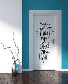 30 grandes ideas para decorar un departamento de soltera Wall Stickers, Wall Decals, Wall Art, Bedroom Doors, Bedroom Wall, Home And Deco, Painted Doors, Wall Quotes, Paint Designs