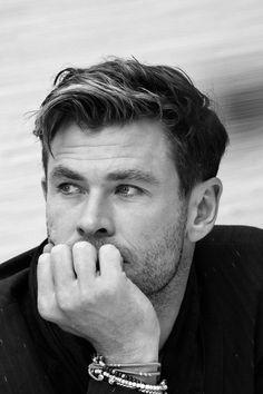 """chris hemsworth""-The Hero That Saved Me Chris Hemsworth Hair, Chris Hemsworth Shirtless, Hemsworth Brothers, Portrait Photography Men, Australian Actors, Man Thing Marvel, Poses For Men, Marvel Actors, Celebs"