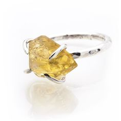 Caroline Stokesberry-Lee - Citrine Rock Ring ($120) ❤ liked on Polyvore featuring jewelry, rings, hammered jewelry, band rings, polished rock jewelry, statement rings and rock band jewelry