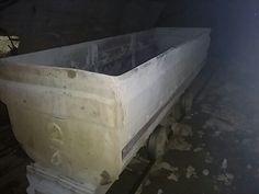廃坑の中のトロッコ2