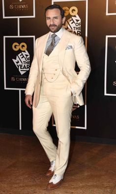 Saif and Kangana totally looked like this red carpet's prince and princess is part of Mens accessories fashion - The GQ Men of the Year Awards saw both men and women put forth their most fashionable foot forward Indian Men Fashion, Mens Fashion Suits, Mens Suits, Fashion Menswear, Men's Fashion, Blazer Outfits Men, Casual Outfits, Wedding Dress Men, Wedding Suits