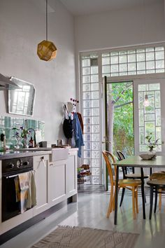 Decorating Ideas: More Affordable Materials Looking Really Rad Glass blocks let lots of light in and maintain privacy and don't look like the at all in this beautiful kitchen. Room spotted on Fine Little Day. Glass Blocks Wall, Block Wall, Glass Walls, Home Interior, Interior Design, Glass Brick, Turbulence Deco, Cuisines Design, Bungalows