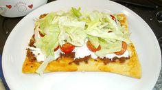 Bolognese Pizza mit Sauerrahm und Salat🍕