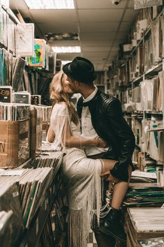 Passion Lovestory in a vinyl shop. vintage, rock n roll and love! Couple Photoshoot Poses, Couple Posing, Couple Shoot, Wedding Ideias, Engagement Couple, Hipster Engagement Photos, Wedding Photo Inspiration, Foto Pose, Love Photos