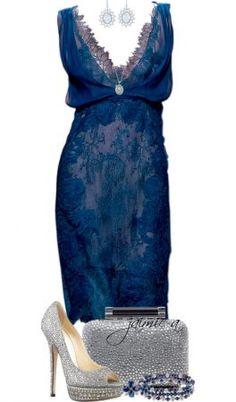 Looks de festa Aprenda a combinar vestido azul com calçados e acessórios