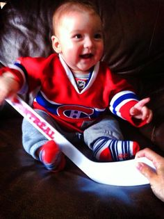 Lyam, six mois, prédit que les Canadiens seront en première position cette année! / Lyam, just 6 months old, predicts the #Habs will finish 1st this year! #GoHabsGo