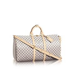 Discover Louis Vuitton Keepall Bandoulière This Keepall Bandoulière 55 comes in the chic canvas of Damier. It has a timeless yet fresh feel that effortlessly captures the spirit of travel. With plenty of room inside, it is practical too. Louis Vuitton Usa, Louis Vuitton Keepall 55, Louis Vuitton Luggage, Louis Vuitton Designer, Lv Handbags, Louis Vuitton Handbags, Replica Handbags, Travel Handbags, Travel Purse