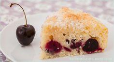Einfaches Rezept für einen leckeren Buttermilchkuchen mit Kokos und Kirschen, der besonders fettarm und saftig ist.