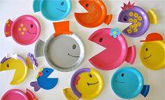 Peces hechos con platos de plástico