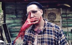 Marilyn Manson regresará a la pantalla grande, pero esta vez como asesino. Checa el trailer de 'Let Me Make You A Martyr'.