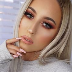 Holiday Eye Makeup to End the Year with a Bang . Pretty Makeup, Love Makeup, Beauty Makeup, Makeup Looks, Hair Beauty, Gorgeous Makeup, Peach Palette Looks, Modern Renaissance Palette Looks, Eye Makeup Cut Crease