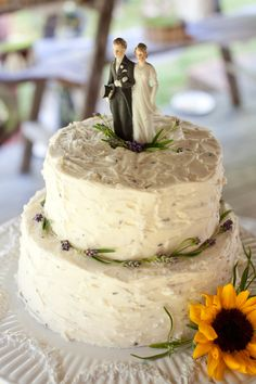 Lavender wedding cake with antique topper Vintage Cake Toppers, Wedding Cake Toppers, Wedding Cakes, Sage Wedding, Our Wedding, German Wedding, Wedding Motifs, Country Style Wedding, Cake Toppings