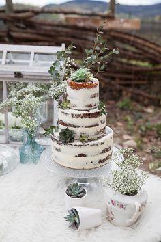 3 tier rustic wedding cake   Image by Rock'n Brides